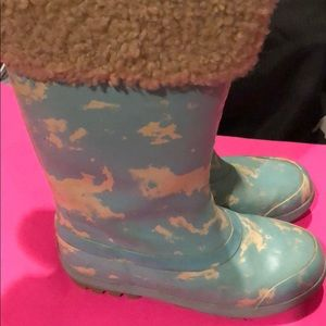 Uggs rain/snow boots in a size 3